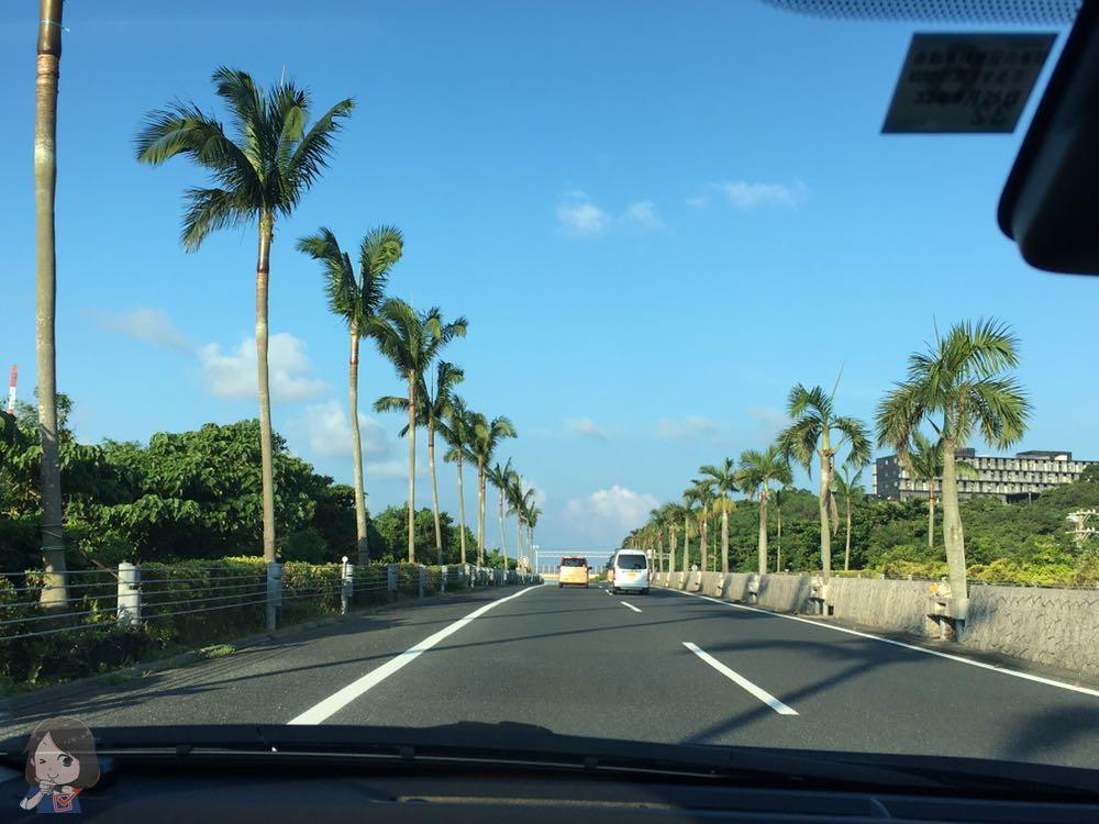 沖縄の道路から2